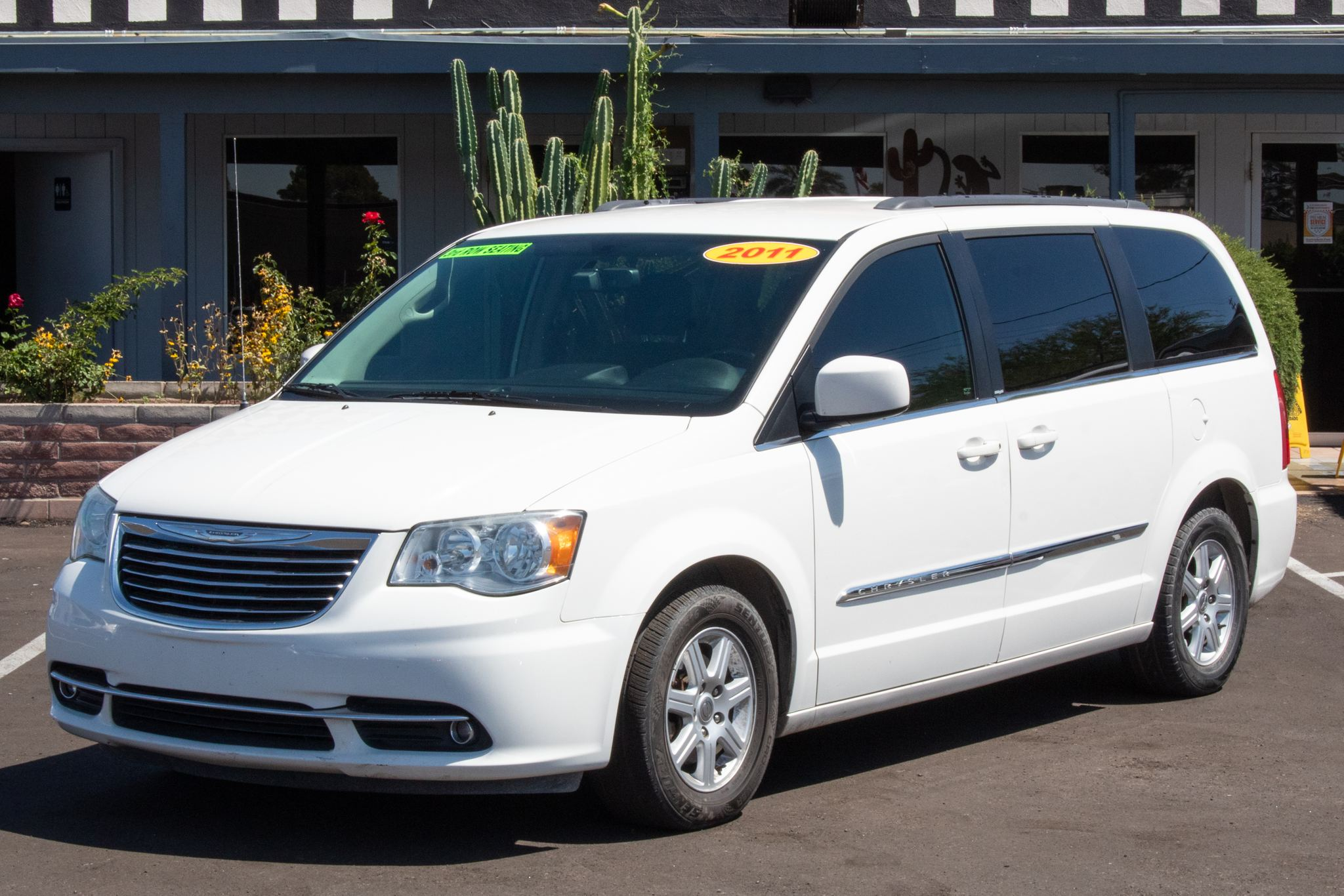 Photo of 2011 Chrysler Town & Country 4d Wagon Touring