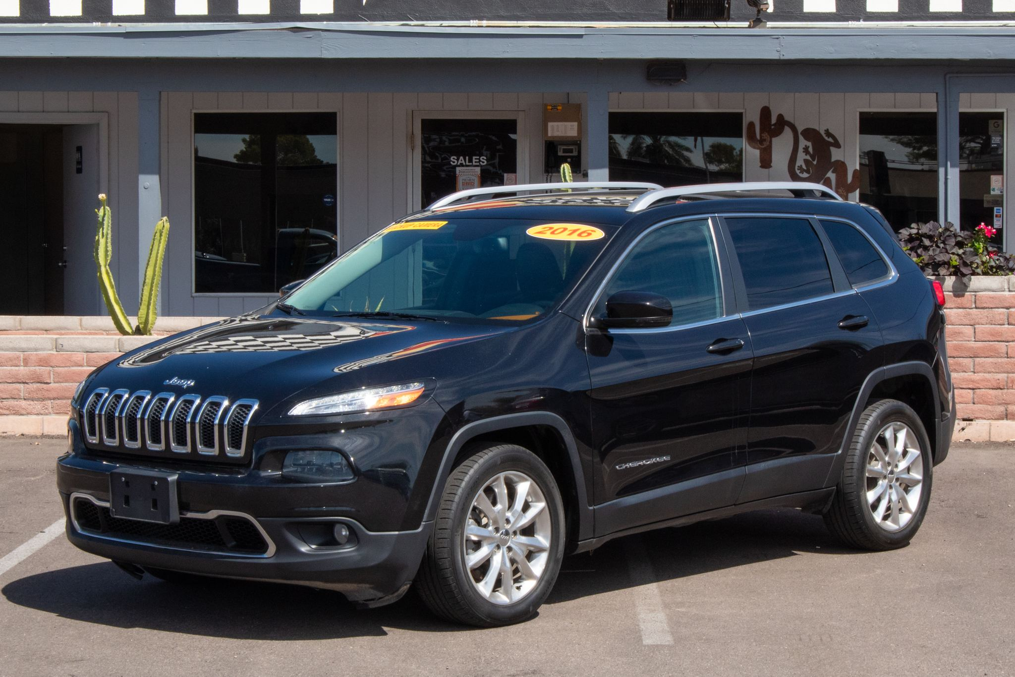 Photo of 2016 Jeep Cherokee 4d SUV FWD Limited