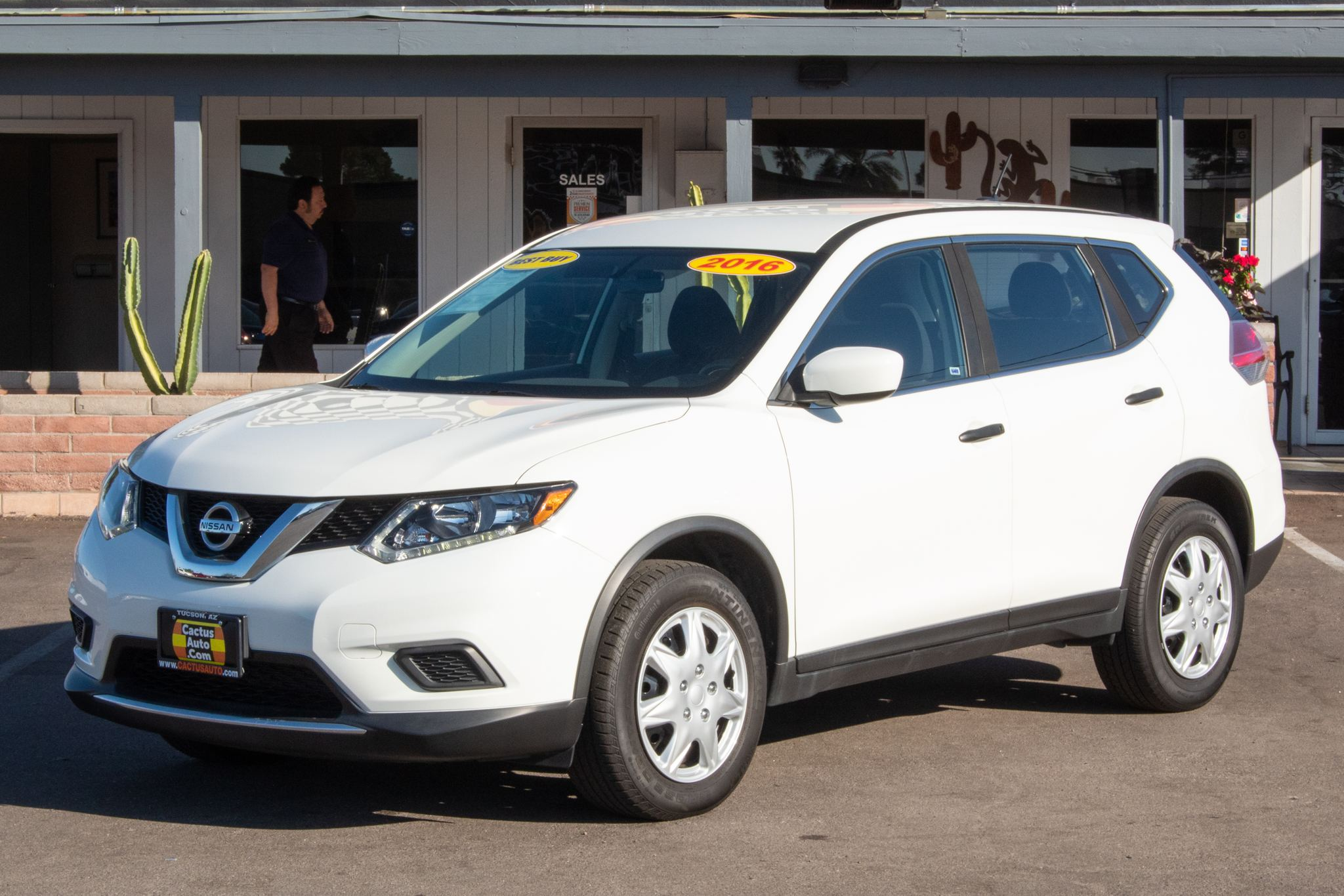 Photo of 2016 Nissan Rogue 4d SUV FWD SV