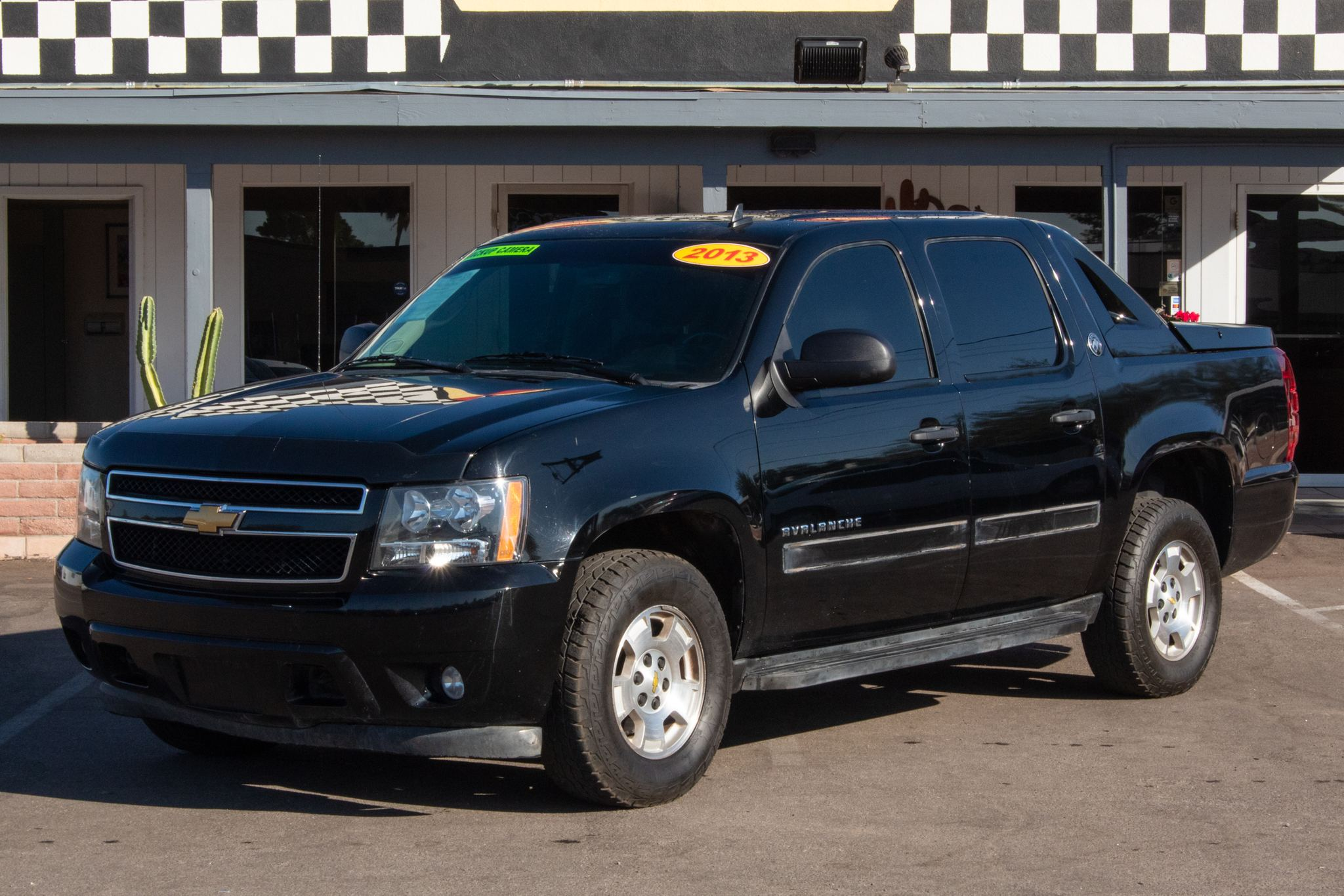 Photo of 2013 Chevrolet Avalanche 4d SUV 4WD LS