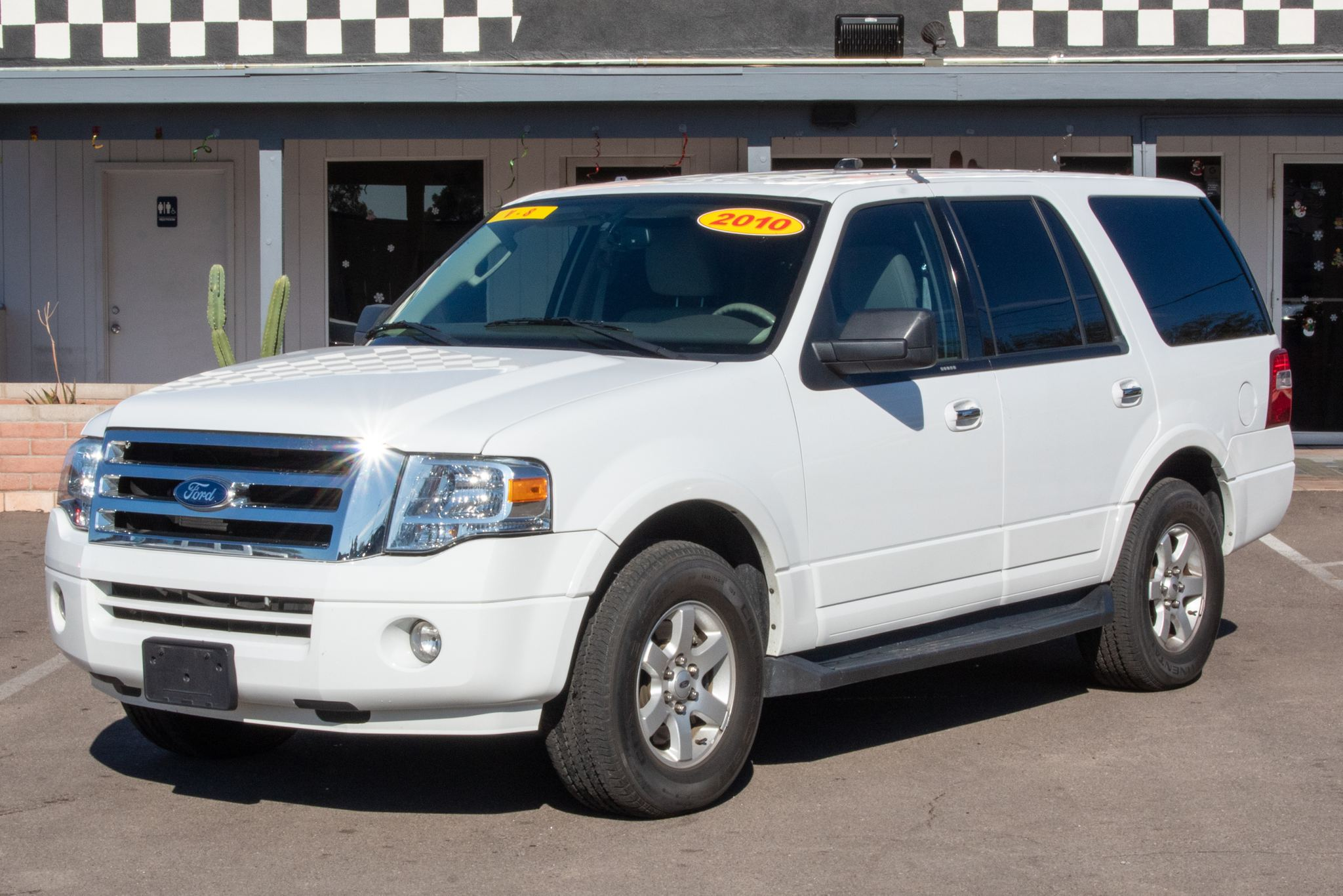 Photo of 2010 Ford Expedition 4d SUV 2WD XLT
